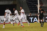 BARRANQUIILLA -COLOMBIA-16-08-2014. Paulo Cesar Arango (2do desde la Izq) jugador de La Equidad celebra un gola anotado a Uniautónoma duramte partido por la fecha 5 de la Liga Postobón II 2014 jugado en el estadio Metropolitano de la ciudad de Barranquilla./ La Equidad player Paulo Cesar Arango (second from L) celebrates a goal scored to Uniautonoma during match valid for the 5th date of the Postobon League II 2014 played at Metropolitano stadium in Barranquilla city.  Photo: VizzorImage/Alfonso Cervantes/STR