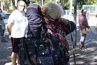 Campinas (SP), 23/03/2020 - Movimentacao de idosos para vacinacao na Praca Beira Rio, no distrito de Sousas em Campinas, interior de Sao Paulo, na manha desta segunda-feira (23). O Ministerio da Saude iniciou a Campanha Nacional de Vacinacao contra a Gripe. Nesta primeira etapa, os publicos prioritarios sao idosos e trabalhadores da saude. Serao realizadas mais duas etapas em datas e para publicos diferentes, alcancando cerca de 67,6 milhoes de pessoas em todo o pais. (Foto: Luciano Claudino/Codigo 19/Codigo 19)