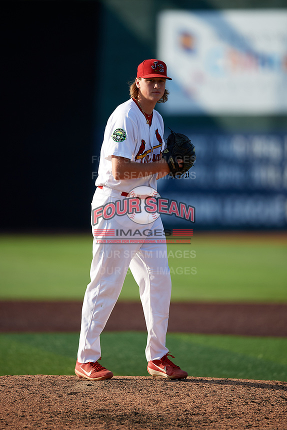 Johnson City Cardinals relief pitcher Evan Sisk (22) gets ready to deliver a pitch during a game against the Danville Braves on July 29, 2018 at TVA Credit Union Ballpark in Johnson City, Tennessee.  Johnson City defeated Danville 8-1.  (Mike Janes/Four Seam Images)
