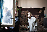 Geräumige Zelle für sechs Insassen auf der TB-Station. Diese<br />Zelle hat sogar ein Fenster zum Innenhof. Einige<br />Einrichtungsgegenstände dürfen diese Häftlinge behalten, oft muss<br />auch in den Zellen selbst gekocht werden. // Moldova is still the poorest country of Europe. Hopes to join the European Union are high. After progress in the past years tuberculosis is on the rise again. The number of new patients raise since 2010 and is on a level that has not been reached since the late 90s.