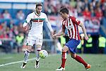 Atletico de Madrid's Lucas Hernandez (r) and Granada Club de Futbol's Ruben Rochina during La Liga match. April 17,2016. (ALTERPHOTOS/Acero)
