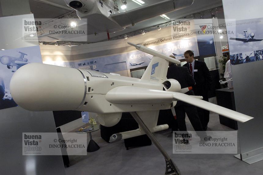 - Unmanned Aerial Vehicle (UAV)  Rheinmetall (Germany)....- velivolo senza pilota (UAV)  Rheinmetall (Germania)