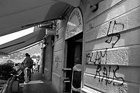 svastica, razzismo contro negozio turco di  kebab