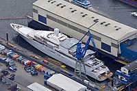 Eclipse: EUROPA, DEUTSCHLAND, HAMBURG, (EUROPE, GERMANY), 20.06.2009  Mega-Yacht, Eclipse, des russischen Milliardaers Roman Abramowitsch im Hamburger Hafen in der Werft Blohm und Voss. Die knapp 170 Meter lange Luxusyacht soll neben einer Raketen-Abwehr auch einen Hubschrauberlandeplatz, ein Mini-U-Boot und einen Luxus-Wellnessbereich an Bord haben. 170 Metern lange die groessßte Privatyacht der Welt, Deutschland, Hamburg, Schiffbau, Dock,  Unternehmen, Wirtschaft, Firma, Blohm und Voss, B u V, Hamburger, Hafen, Schiff, Schiffe, Boot, Boote, Schifffahrt, Schiffahrt, Reperatur, B&V, Luftbild, Draufsicht, Luftaufnahme, Luftansicht, Luftblick, Flugaufnahme, Flugbild, Vogelperspektive Aufwind-Luftbilder, Luftbild, Luftaufname, Luftansicht<br />c o p y r i g h t : A U F W I N D - L U F T B I L D E R . de<br />G e r t r u d - B a e u m e r - S t i e g 1 0 2, <br />2 1 0 3 5 H a m b u r g , G e r m a n y<br />P h o n e + 4 9 (0) 1 7 1 - 6 8 6 6 0 6 9 <br />E m a i l H w e i 1 @ a o l . c o m<br />w w w . a u f w i n d - l u f t b i l d e r . d e<br />K o n t o : P o s t b a n k H a m b u r g <br />B l z : 2 0 0 1 0 0 2 0 <br />K o n t o : 5 8 3 6 5 7 2 0 9<br />V e r o e f f e n t l i c h u n g  n u r  m i t  H o n o r a r  n a c h M F M, N a m e n s n e n n u n g  u n d B e l e g e x e m p l a r !
