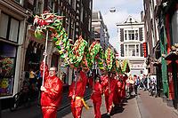 Nederland Amsterdam 2019. Boeddhadag in de Nieuwmarktbuurt in Amsterdam. Viering van de geboorte van Boeddha. Tijdens de viering van Chinees Nieuwjaar en de geboortedag van Boeddha wordt een drakendans opgevoerd.  Foto mag niet in negatieve / schadelijke context gepubliceerd worden.  Foto Berlinda van Dam / Hollandse Hoogte