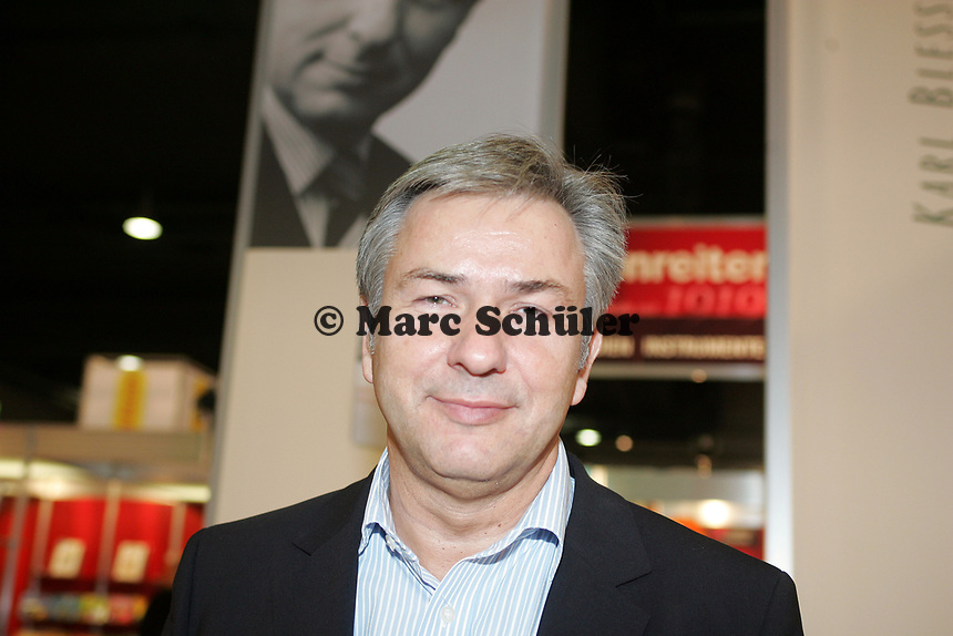 """Klaus Wowereit (regierender Bürgermeister Berlin) stellt auf der Buchmesse sein Buch """"...und das ist auch gut so"""" vor"""