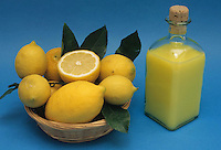 Cibi e bevande. Food and beverages. Limoncello.Liquore a base di limone.  Liqueur-based lemon....