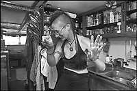 A Sant'Arcangelo di Romagna, (Rimini), è sorta neglii anni '90 la comunità dei Mutoidi. <br /> Mutonia è la loro città, le case sono  vagoni, corriere dismesse, carri, camper.<br /> Circa 30 persone che vivono costruendo robot, sculture mobili, arredamenti punk, creature mostrose.