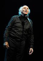 Gilles Vigneault sur scène à l'Olympia (Paris) le 26-11-2009.<br /> © FAUSTINE/DALLE