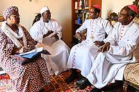 NIGER, Niamey, interreligiöser Dialog, Treffen zwischen Fatouma Marie-Therése Djibo, Cheikh Djabiri Oumarou Soumaila, Präsident Islamrat, Erzbischof von Niamey: Laurent Lompo und Bischof von Maradi: Monseigneur Ambroise Ouédraogo