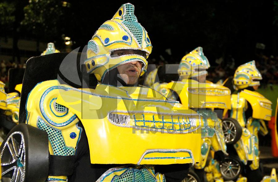 RIO DE JANEIRO, RJ, 07 DE MARÇO DE 2011 - CARNAVAL RJ - UNIDOS DA TIJUCA- Integrantes Unidos da Tijuca, no primeiro dia de Desfile das Escolas de Samba do Grupo Especial do Rio de Janeiro, na Marquês de Sapucaí (Sambódromo), no centro da cidade, na madrugada desta segunda-feira (7). (FOTO: VANESSA CARVALHO / NEWS FREE).