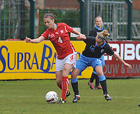 UEFA Women's Under 17 Championship - Second Qualifying round - group 1 : England - Switzerland : .Francesca Calo aan de bal voor Emily Helen Auld.foto DAVID CATRY / Vrouwenteam.be