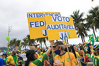 RJ. Rio de Janeiro.  01.05.2021. PROTESTO Bolsonaristas fazem protesto na praia de Copacabana,  zona sul, neste dia, (01/05), onde se comemora o dia do trabalho. ( Foto: Ellan Lustosa / Codigo19).
