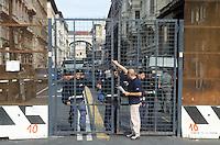- manifestations against the international G8 summit in Genoa, July 2001, security obstructions at the downtown entry....- manifestazioni contro il summit internazionale G8 a Genova nel luglio 2001, sbarramenti di sicurezza all'ingresso del Centro Storico