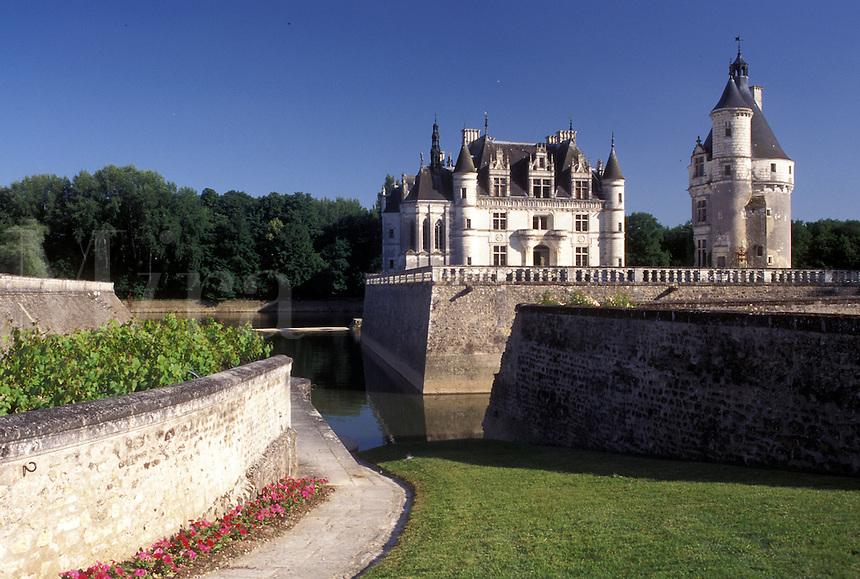 castle, Chenonceau, France, Loire Valley, Loire Castle Region, Indre-et-Loire, Europe, 16th century Chateau de Chenonceau along the Cher River.