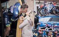 goodluck kiss for Kevin van Melsen (BEL/Wanty-Groupe Gobert) pré-race<br /> <br /> 60th E3 Harelbeke (1.UWT)<br /> 1day race: Harelbeke › Harelbeke - BEL (206km)