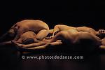Etude pour un corps electrique d'Isabelle Choinière au centre des Arts d'Enghiens les Bains..le 18 novembre 2006..Chorégraphie de Isabelle Choinière (canadienne). Par la Compagnie Corps Indice. ..Sous ses allures technologiques, Etude 1 pour Corps Electrique s'inspire d'une série d'études de nus réalisées par des artistes comme Picasso ou Rodin. C'est avant tout une expérience organique, une ode à la sensualité féminine et à la force du désir. Une confusion allégorique des corps rêvés et en chair. Cette nouvelle création met en scène un quintet de danseuses qui évoluent par des mouvements lascifs et vaporeux dans un espace circulaire et sonorisé. Les corps des danseuses nous apparaissent comme des mirages, des rêves...