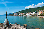 Croatia, Kvarner Gulf, Opatija: centre with Slatina Beach, Grand Hotel Palace and dome of church of the Annunciation, at foreground statue of girl with seagull (on her hand) | Kroatien, Kvarner Bucht, Opatija: das Zentrum von Opatija mit dem Slatina Beach, dem Grand Hotel Palace und der Kuppel der Kirche Mariae Verkuendigung, im Vordergrund die Statue des Maedchens mit der Moewe (die auf der Hand)