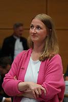 SPD Direktkandidatin Melanie Wegling beobachtet die Stimmauszählung - Gross-Gerau 26.09.2021: Ergebnisse Bundestagswahl im Kreistag