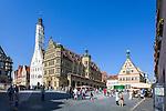 Germany, Bavaria, Middle Franconia, Rothenburg ob der Tauber: townhall and Ratstrinkstube at Market Square   Deutschland, Bayern, Mittelfranken, Rothenburg ob der Tauber: Rathaus und Ratstrinkstube auf dem Marktplatz