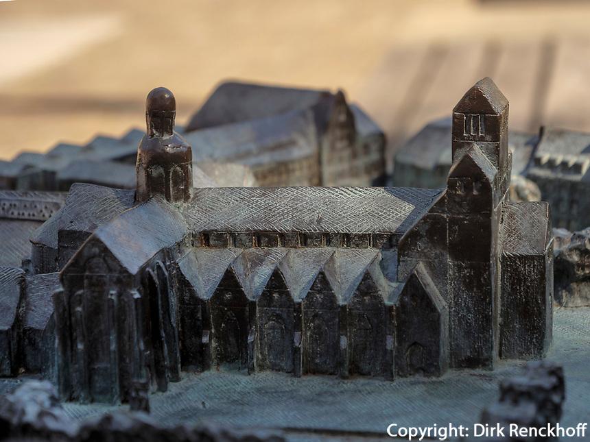 Modell des Mariendom, Hildesheim, Niedersachsen, Deutschland, Europa, UNESCO Weltkulturerbe<br /> Model of Cathedral of St. Mary Hildesheim, Lower Saxony, Germany, Europe, UNESCO Heritage Site