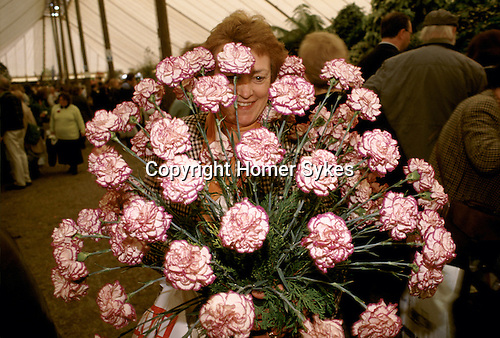 Chelsea Flower Show London. The last day, visitors at the end of the show are able to buy the specimens that have been in the show and are taking them home. 1990s.