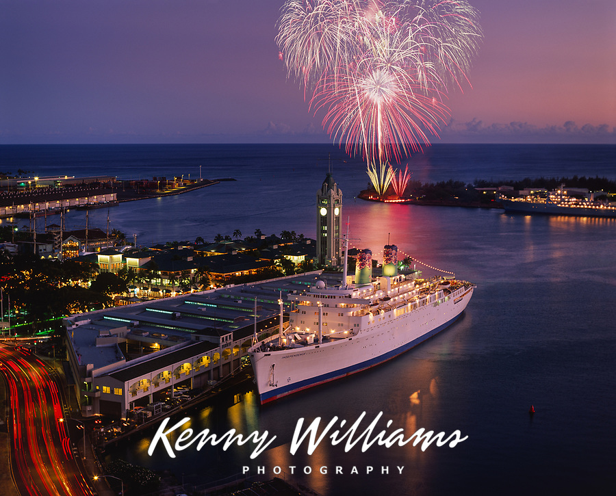 Cruise Ship & Millennium 2000 Firework Celebrations, New Years Eve, Aloha Tower Marketplace, Honolulu, Oahu, Hawaii, USA.