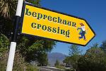 Ireland, County Kerry, Killarney National Park: Humorous road sign | Irland, County Kerry, Killarney National Park: Irisches Strassenschild