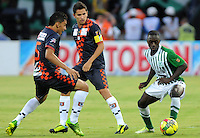 MEDELLIN - COLOMBIA-27-10-2013: Rodin Quiñonez (Der) jugador del Atletico Nacional disputa el balón con Jeyson Vargas (Izq.) jugador de Boyaca Chico F.C. durante partido en el estadio Atanasio Girardot de la ciudad de Medellin, octubre 27 de 2013. Atletico Nacional y Boyaca Chico F.C. durante partido por la decimosexta fecha de la de la Liga Postobon II. (Foto: VizzorImage / Luis Rios / Str).  Rodin Quiñonez (R) player of Atletico Nacional vies for the ball with Jeyson Vargas (L) player of Boyaca Chico F.C. during a match at the Atanasio Girardot Stadium in Medellin city, October 27, 2013. Atletico Nacional and Boyaca Chico F.C. during a match for the sixteenth round of the Postobon II League. (Photo: VizzorImage / Luis Rios / Str).