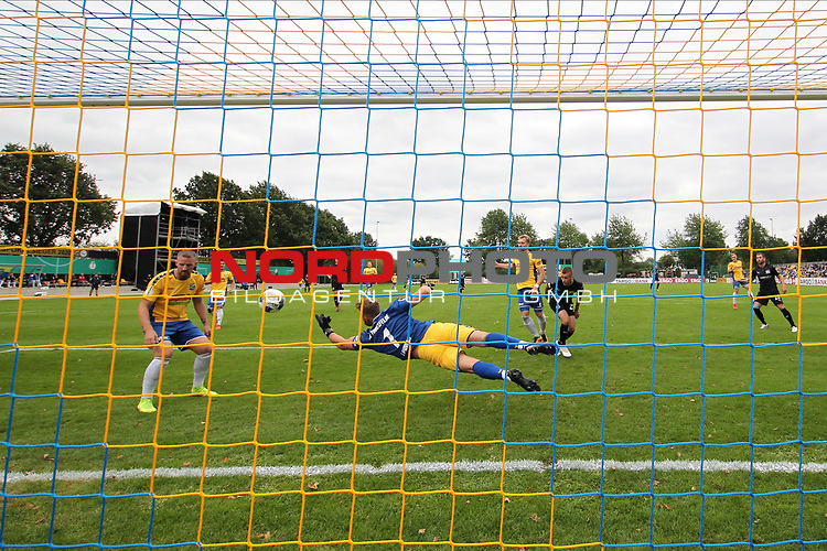 12.09.2020, JODA Sportpark, Todesfelde, GER, DFB-Pokal Runde1 SV Todesfelde vs. VfL Osnabrueck <br /> <br /> DFB REGULATIONS PROHIBIT ANY USE OF PHOTOGRAPHS AS IMAGE SEQUENCES AND/OR QUASI-VIDEO.<br /> <br /> im Bild / picture shows<br /> Parade von Torwart Fabian Landvoigt (SV Todesfelde)<br /> <br /> <br /> <br /> Foto © nordphoto / Tauchnitz