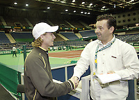 18-2-07,Netherlands, Roterdam, Tennis, ABNAMROWTT, Lleyton Hewitt thanks the famous Dutch journalist Dick Springer from de Telegraaf for taking time to interview him.