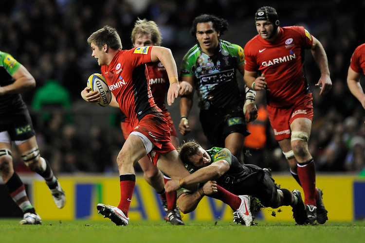 Chris Robshaw of Harlequins hangs on to Owen Farrell of Saracens during the Aviva Premiership match between Harlequins and Saracens at Twickenham on Tuesday 27 December 2011 (Photo by Rob Munro)