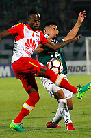 VALPARAISO - CHILE - 13 - 02 - 2018: Luis Garcia (Der.) jugador de Santiago Wanderers disputa el balón con Carlos Arboleda (Izq.) jugador de Independiente Santa Fe, durante partido de ida entre Santiago Wanderers (CHL) y el Independiente Santa Fe (COL), de la fase 3 llave 1 por la Copa Conmebol Libertadores 2018, jugado en el estadio Bicentenario Elias Figueroa de la ciudad de Valparaiso. / Luis Garcia (R) player of Santiago Wanderers vies for the ball with Carlos Arboleda (L) player of Independiente Santa Fe, during a match of the first leg between Santiago Wanderers (CHL) and Independiente Santa Fe (COL), of the 3rd phase key 1 for the Copa Conmebol Libertadores 2018 at the Bicentenario Elias Figueroa Stadium in Valparaiso City, Photo: VizzorImage / Sebastian Cisternas / Cont / Photosport