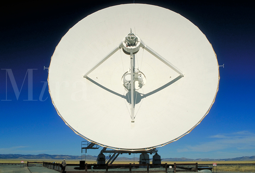 Very Large Array (VLA). one antenna dish. New Mexico, Plains of San Agustin.