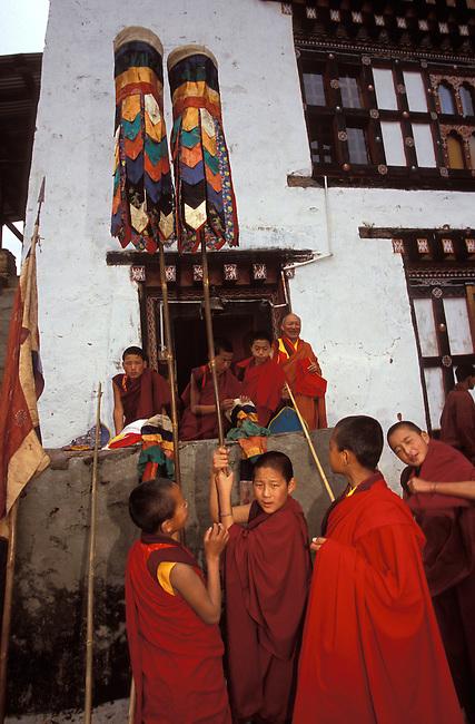 Festival de Prakar, jeunes moines. *** Novices at Prakar festival.