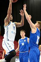 27-02-2021: Basketbal: Donar Groningen v Den Helder Suns: Groningen Donar speler Davonte Lacy (l) met Den Helder speler Boyd van der Vuurst de Vries