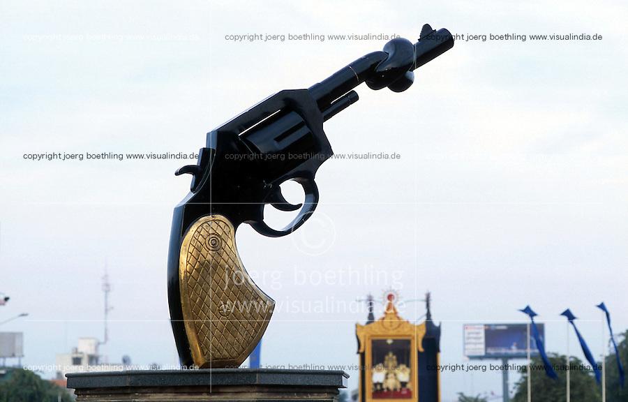 CAMBODIA, city Phnom Penh, memorial - revolver with knot - for the victims of civil war and the mass killing of Khmer Rouge  / KAMBODSCHA Phnom Penh, Antikriegsdenkmal und Mahnmal - Revolver mit Knoten im Lauf - fuer die Opfer des Buergerkrieg and der Roten Khmer Diktatur