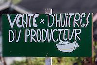 France, Gironde (33), bassin d'Arcachon, La Teste de Buch, port de La Teste, port ostréicole, Enseigne d'un ostréiculteur, vente directe // France, Gironde, Bassin d'Arcachon, La Teste de Buch, oyster-farming port of La Teste, teaches oyster, direct sales