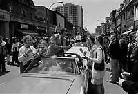 Jim Roberts, , Defile de la Coupe Stanley, sur la rue Ste-Catherine, Mai 1973,<br /> suite a la victoire contre les  Black Hawks de Chicago, le 10 mai.<br /> Date exacte inconnue.<br /> <br /> <br /> PHOTO  : Agence Quebec Presse - Alain Renaud