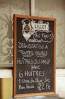 Europe/France/Aquitaine/33/Gironde/Bassin d'Arcachon/Arcachon: Détail enseigne huitres dans un bar