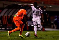 ENVIGADO - COLOMBIA, 02-12-2020: Yeferson Rodallega de Envigado F. C. y Yesid Diaz de Deportivo Independiente Medellin, disputan el balon durante partido entre Envigado F. C. y Deportivo Independiente Medellin de la fecha 2 por la Liguilla BetPlay DIMAYOR 2020, en el estadio Polideportivo Sur de la ciudad de Envigado. / Yeferson Rodallega of Envigado F. C., fights for the ball with Yesid Diaz of Deportivo Independiente Medellin, during a match between Envigado F. C. and Deportivo Independiente Medellin of the 2nd date for the BetPlay DIMAYOR 2020 Liguilla at the Polideportivo Sur stadium in Envigado city. Photo: VizzorImage / Luis Benavides / Cont.