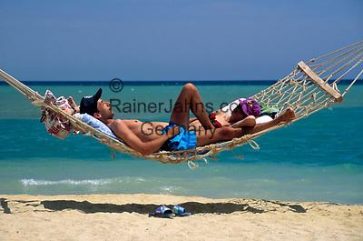 EGY, Aegypten, El Gouna: Paar in Haengematte   EGY, Egypt, El Gouna: couple in hammock