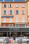 France, Provence-Alpes-Côte d'Azur, Saint-Tropez: restaurant Le Quai at harbour-promenade | Frankreich, Provence-Alpes-Côte d'Azur, Saint-Tropez: Restaurant Le Quai an der Hafen-Promenade