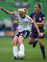 MELBOURNE, AUSTRALIA - DECEMBER 18: Amy JACKSON of the Victory kicks the ball during the round 7 W-League match between the Melbourne Victory and the Perth Glory at AAMI Park on December 18, 2010 in Melbourne, Australia. (Photo Sydney Low / asteriskimages.com)