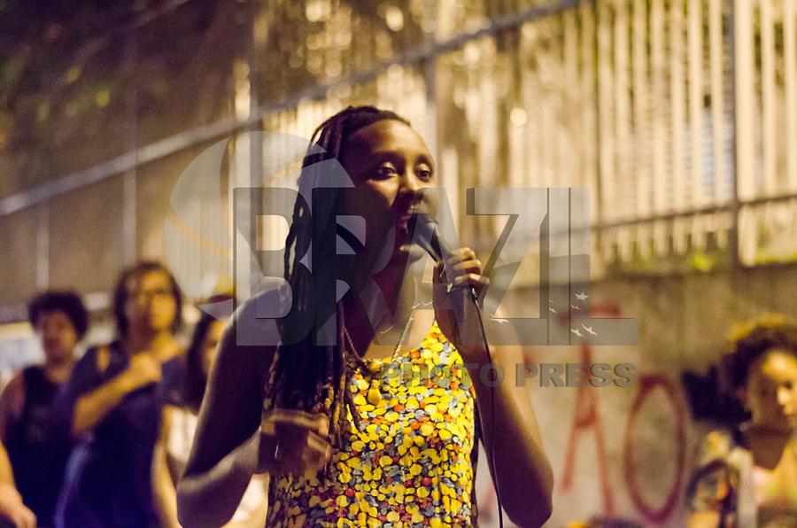 RIO DE JANEIRO, RJ, 28.03.2018 - PROTESTO-RJ - Ato performace no Estacio para demarcar o espaço onde Marielle Franco foi executada, no dia 14 de março, Estacio, Rio de Janeiro, na noite desta quarta-feira, 28. (Foto: Vanessa Ataliba/Brazil Photo Press)