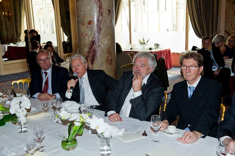 Rencontre Caselli ( MPM ), Gaudin ( Marseille ),  Tessier (Euroméditerranée),  Terrier ( GPMM )  avec Marc Pietri ( Constructa ) et son fils Jean-Baptiste Pietri, architecte, à l'Hôtel Carlton - MIPIM 2012- le 8 mars 2012, à Cannes
