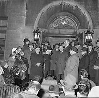 le Maire de Quebec Wilfred Hamel et l'appel nomimal le 8 novembre 1962 <br /> <br /> PHOTO : Agence Quebec Presse