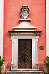 Deutschland, Bayern, Chiemgau: Eingangstor zur Schlosskapelle St. Michael (Tittmoning) | Germany, Bavaria, Chiemgau: castle chapel Tittmoning - entrance
