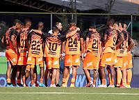 ENVIGADO - COLOMBIA, 18–10-2021: Jugadores de Envigado F. C. calientan antes de partido entre Envigado F. C., y Aguilas Doradas Rionegro de la fecha 14 por la Liga BetPlay DIMAYOR II 2021 en el estadio Polideportivo Sur de la ciudad de Envigado. / Players of Envigado F. C., warm up prior a match between Envigado F. C., and Aguilas Doradas Rionegro of the 14th date for the BetPlay DIMAYOR II League 2021 at the Polideportivo Sur stadium in Envigado city. / Photo: VizzorImage / Luis Benavides / Cont.