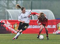Denmark U17 - Germany U17 : Elisabeth Mayr in duel met Sara Thrige Andersen (rechts).foto Joke Vuylsteke / Vrouwenteam.be